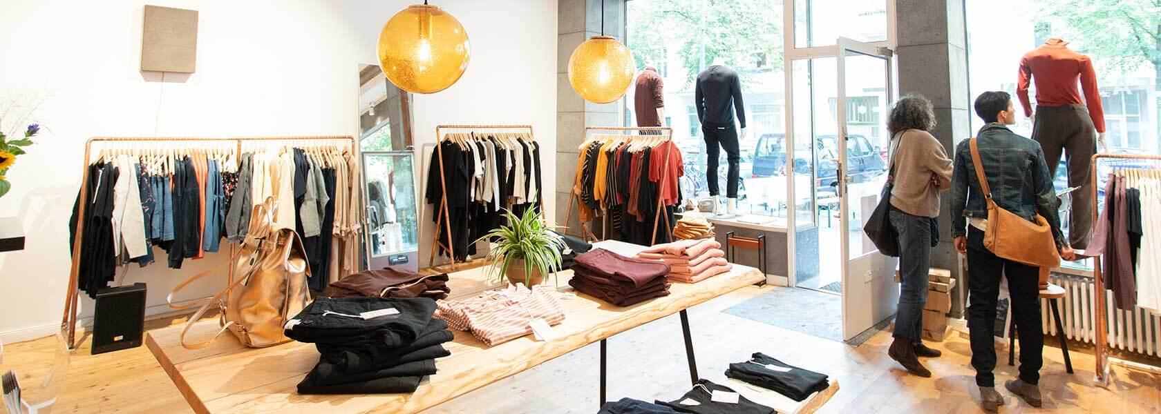 Kunden im LOVECO Store