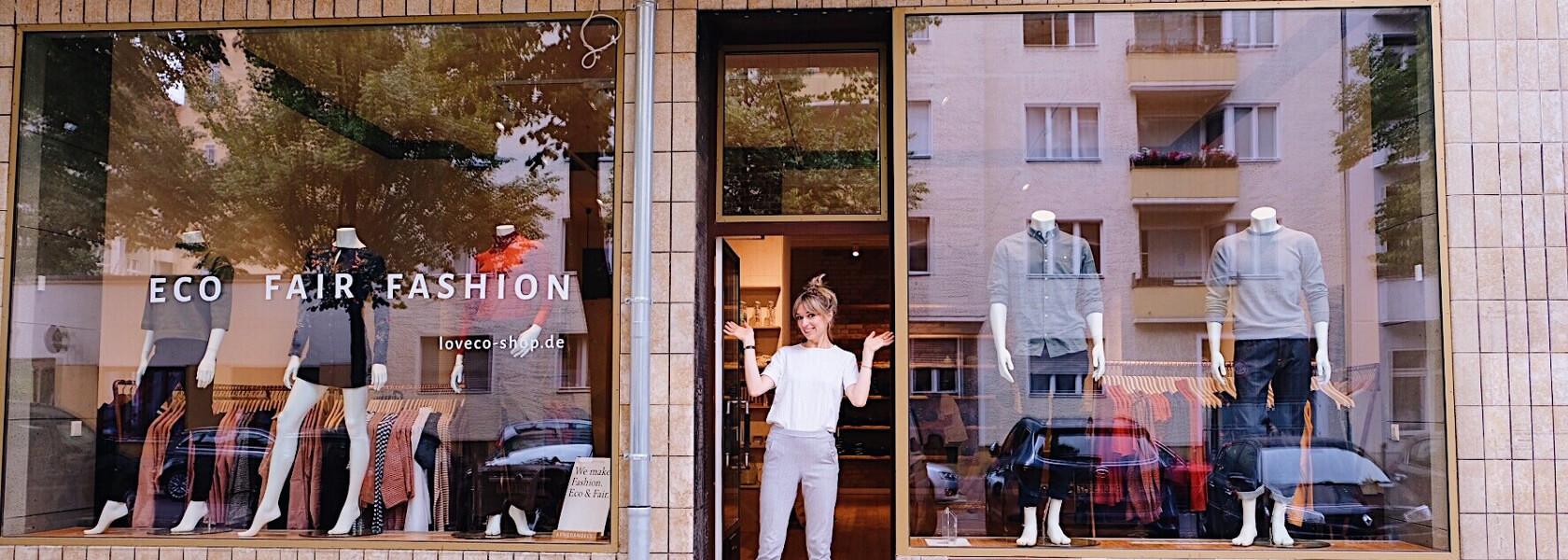 Gründerin Christina Wille vor den Schaufenstern in Schöneberg